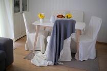 Söögitoanurk elutoas/Dining nook in living room. Laua oleme tänaseks küll suurema vastu vahetanud. Foto: Meelis Tomson