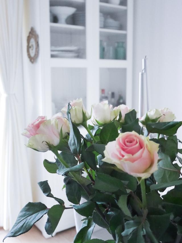 Abikaasa toodud roosikimp